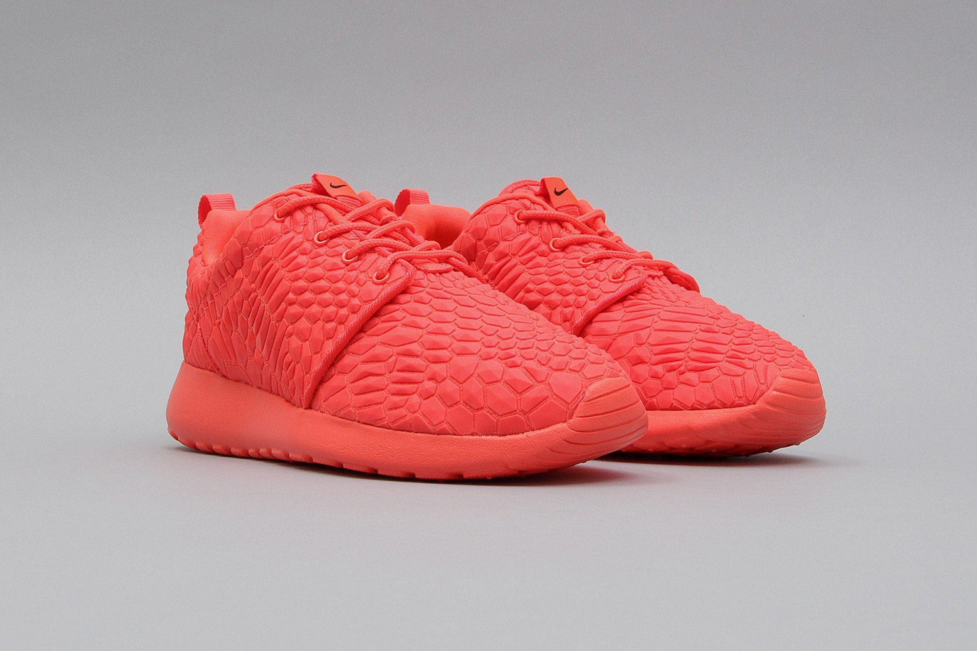 Nike Wmns Roshe One DMB Bright Crimson 807460 600 (Neonrot) from B V D S T
