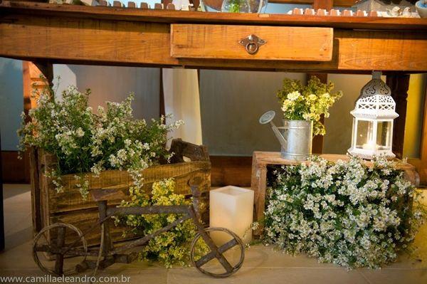 Caixotes são super fáceis de se conseguir e dão um ar super especial à decoração rústica. Se você é uma noiva que adora o estilo rústico para decoração de casamento, não deixe de conferir esse post! Tá lindo!!
