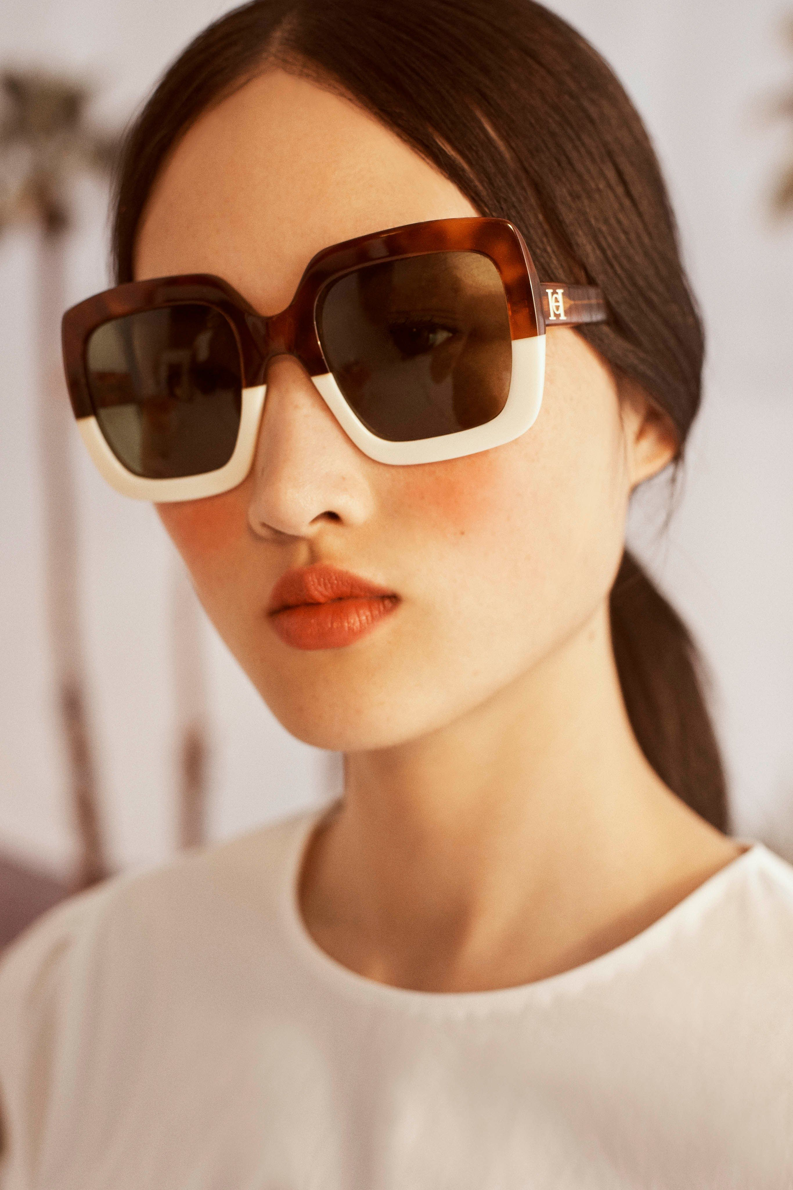 da29e002c11d  CarolinaHerrera  Resort 2019 New York Collection - Vogue  sunglasses   statement