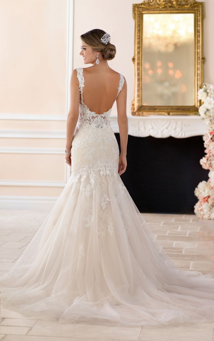 This sexy lace trumpet wedding dress from Stella York is an elegant