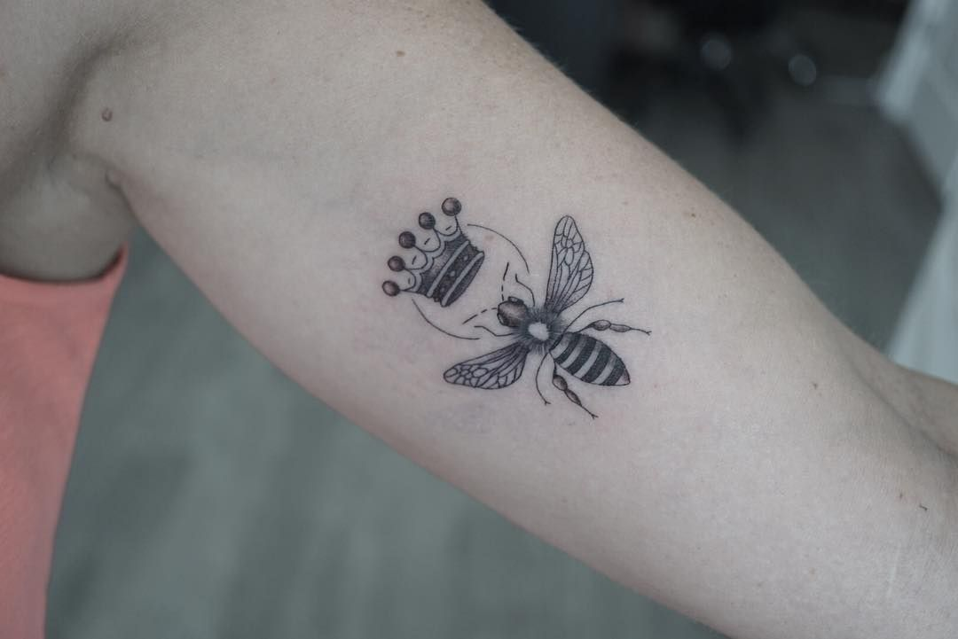 Queen Bee Tattoo Tattoo Ideas And Inspiration Queen Bee Tattoo Tattoos Bee Tattoo