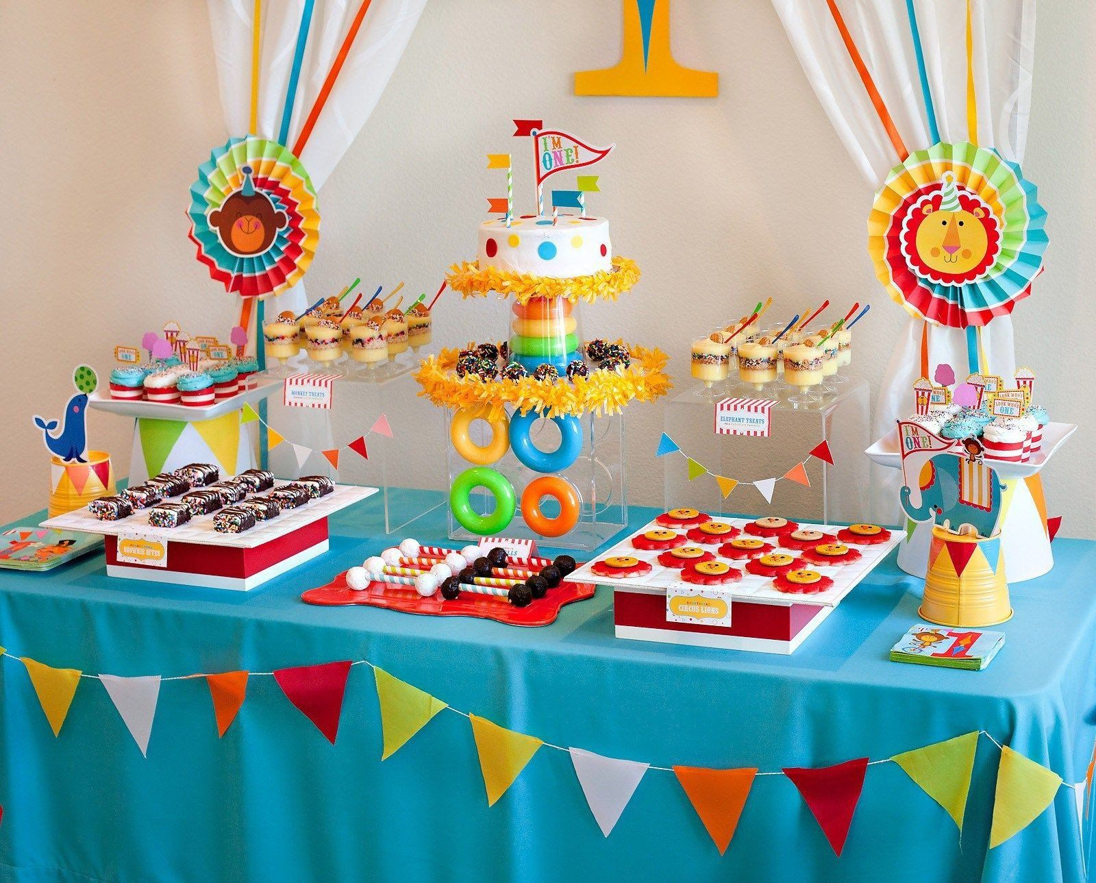 Table Decoration Ideas For Birthday Party New New First Birthday Home Decorat In 2020 Birthday Party At Home Simple Birthday Decorations 1st Birthday Party Decorations