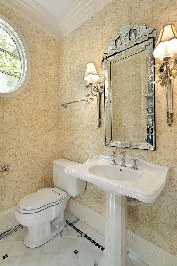 Hell gestaltete kleine Badezimmer mit weißen Boden, runde Fenster - kleine badezimmer design