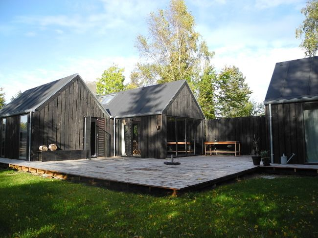 Mini Tisvilde is a 116m2 vacation house. The house contains 3 units, two of them built together as the main house´and the third one is the g...