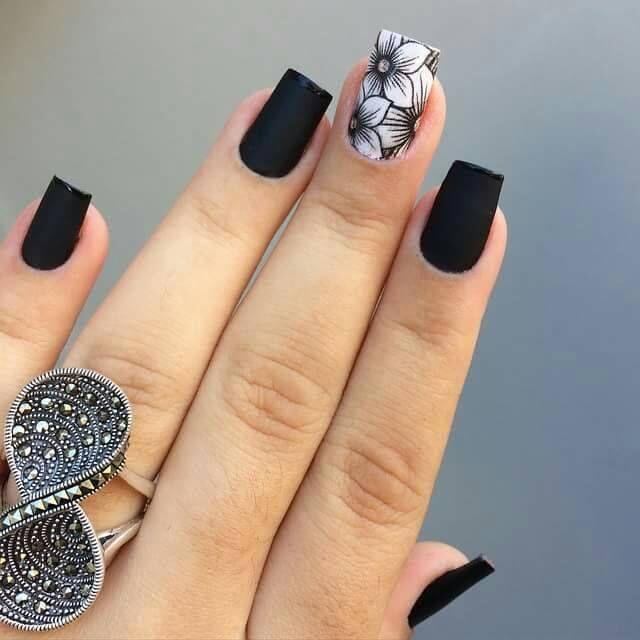 unha preta fosca com filha única floral   luzes   Unhas ...