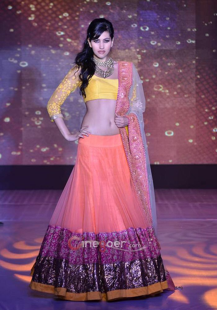 Anjali Lavania for Manish Malhotra #lehenga #choli #indian #shaadi ...