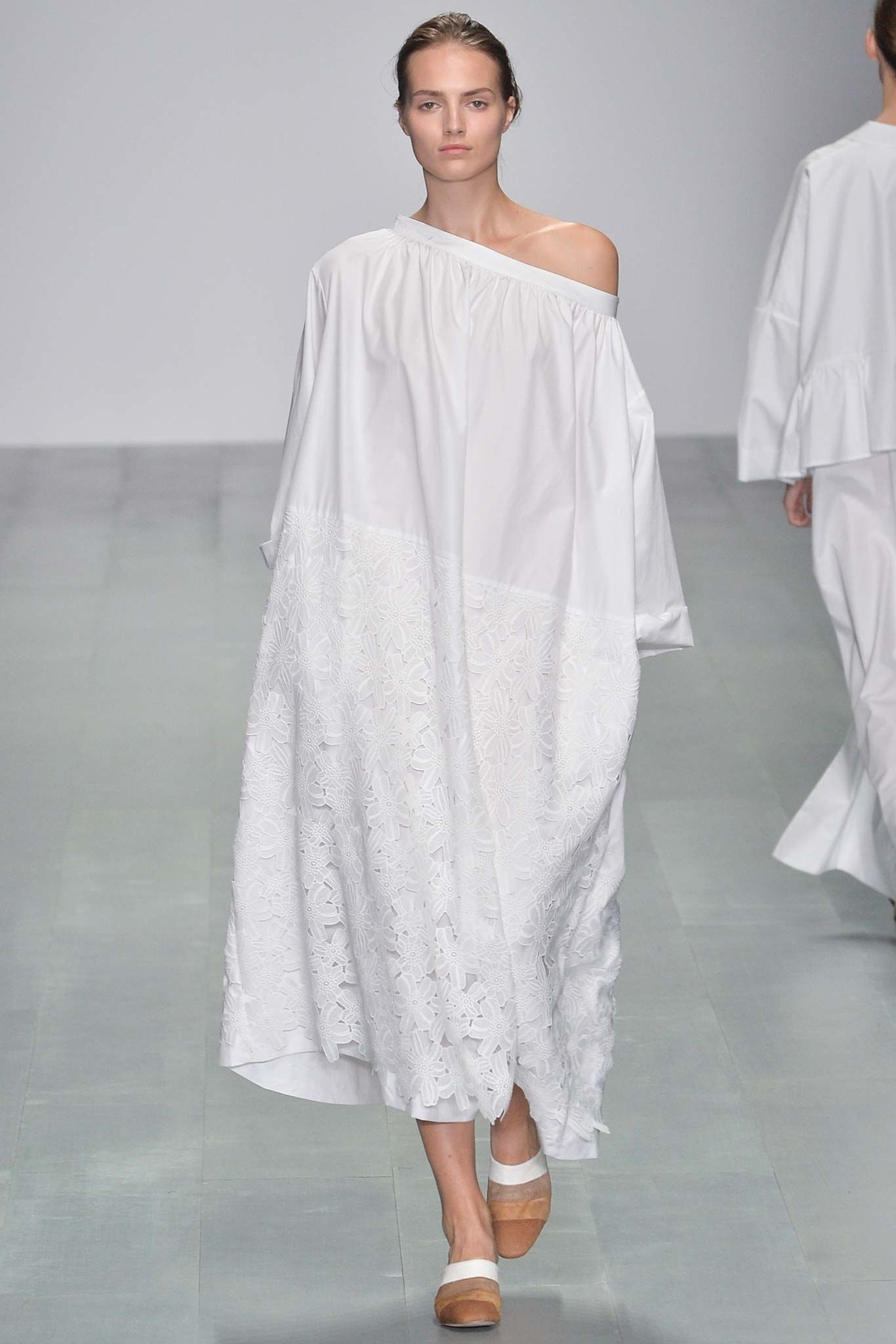 See the complete Eudon Choi Spring 2015 Ready-to-Wear collection.