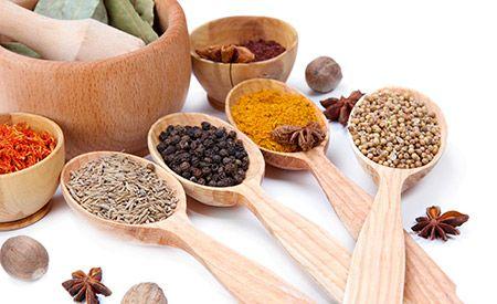Ayurvedisches Curry-Pulver (geröstet): Koriander, Curry Blätter, Kümmel, Kreuzkümmel, Kardamom, Zimt, Nelken