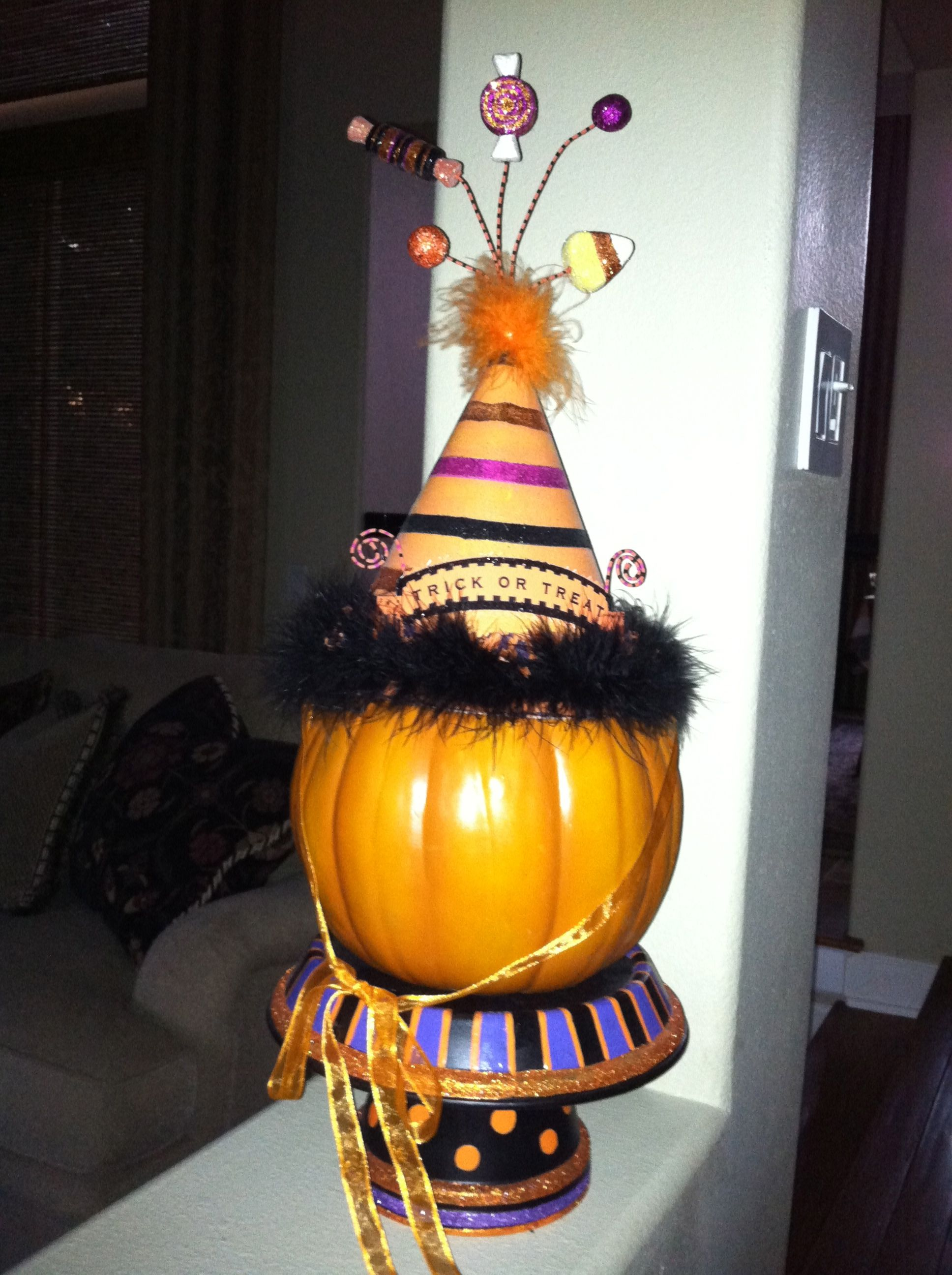 Glitterville Halloween Hat Stand Made With Painted Terracotta Pot Halloween Hats Halloween Hat Stands