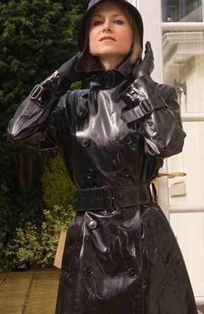 pin von tina d 39 orsay auf fetishwear pinterest regenmantel klepper und mode f r damen. Black Bedroom Furniture Sets. Home Design Ideas