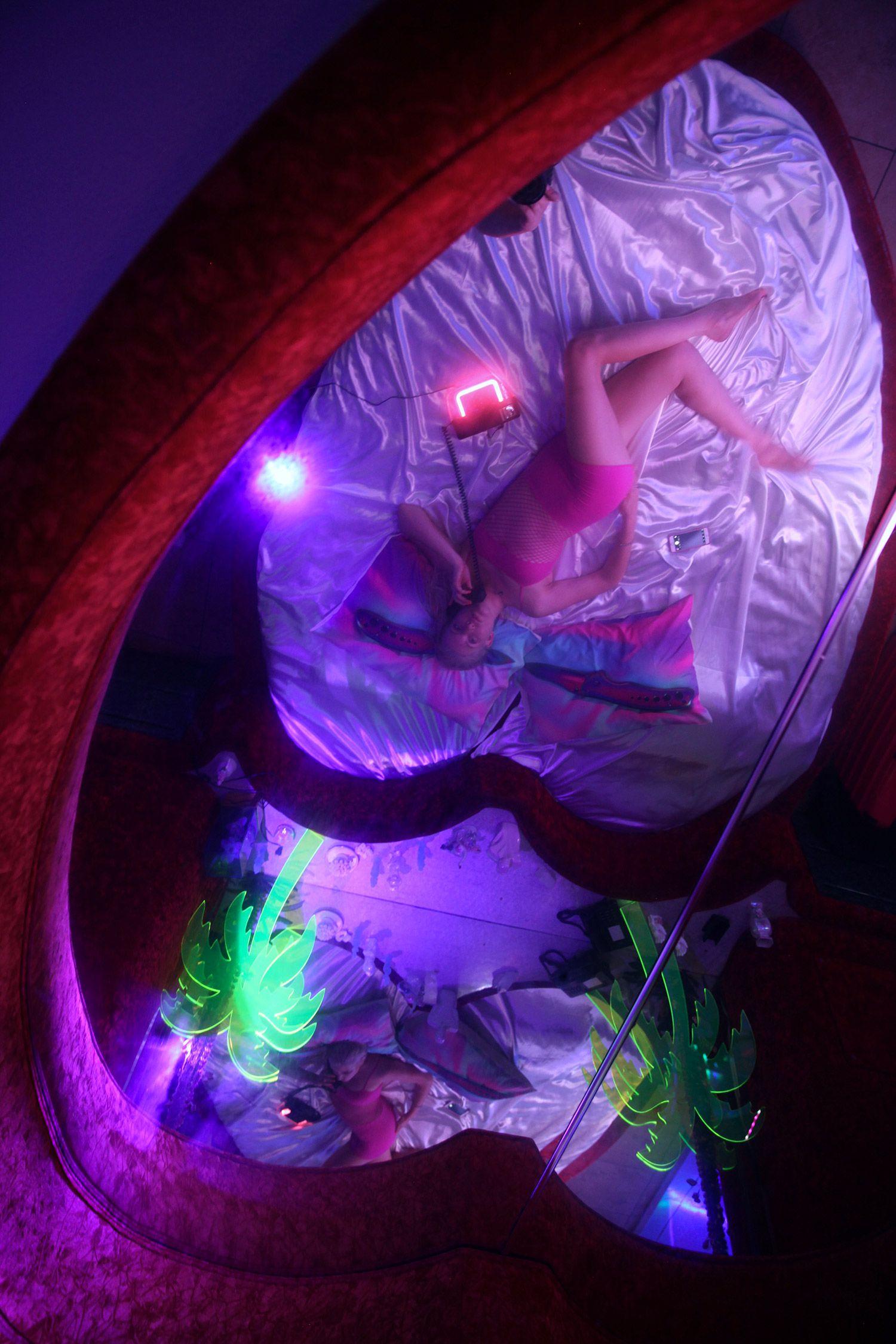 Motelscape A Surreal Full Room Critique Of Fantasy And Commodified Desires Surrealism Retro Futurism Magazine Art