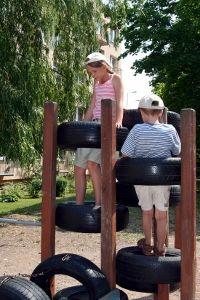 How to Build a Playground Out of Recycled Tires - Do It Yourself - MOTHER EARTH NEWS