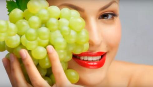 Anggur hijau dapat digunakan untuk masker pada wajah.yang dicampur madu untuk melembutkan wajah sehingga tampak lebih cerah