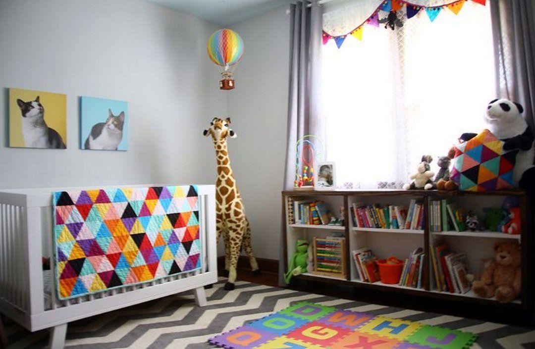 Chambre de bébé colorée