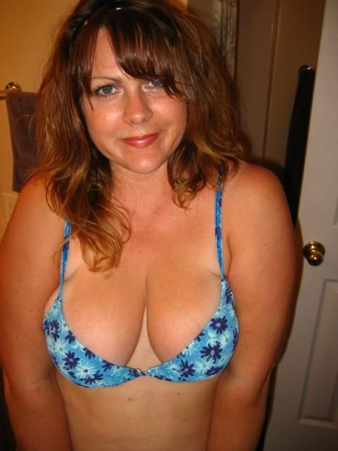 cleavage Milf bra