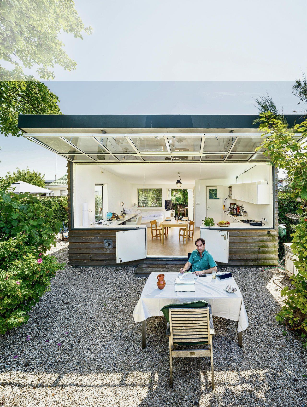 Joep Van Lieshout - Tuinhuisje Hut Tuinhuisjes