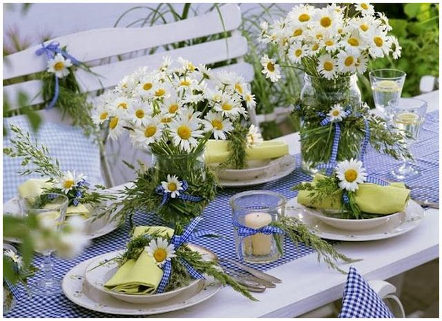 Blue gingham table setting with daisies