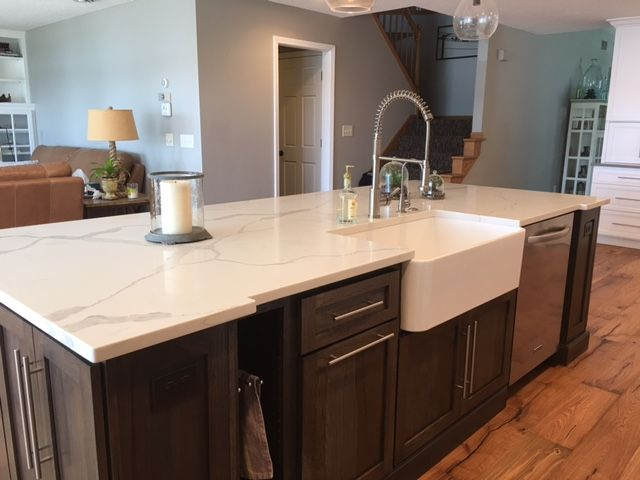 Calacatta Classique Stuns With Its Gorgeous White Marble Look And Striking Quartz Kitchen Countertops Quartz Countertops Dark Cabinets White Quartz Countertop