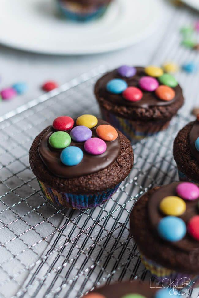 Schoko-Nuss-Muffins mit Smarties   LECKER&Co   Foodblog aus Nürnberg