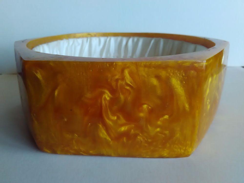 Vintage Rare Yellow Gold Lava Flow Catalin Bakelite Hexagonal Jewelry Box Cap is