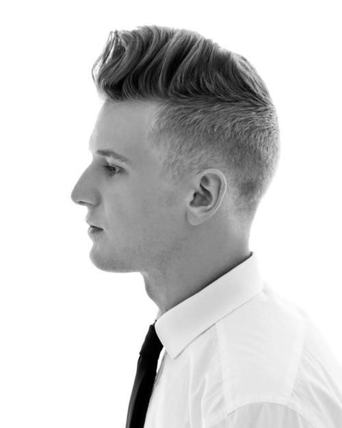 ya sabemos desde hace tiempo que los cortes de pelo corto y peinados para hombres pueden