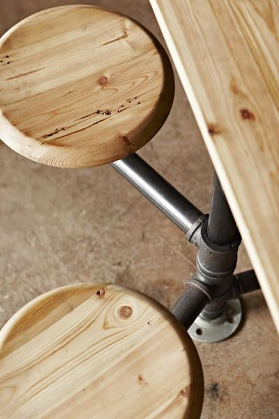 <p>Like the long wood tables that are close to the bar...</p>