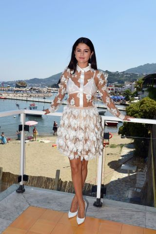 We love Selena Gomez's head turning, always winning street style! The actress and singer looks amazing, giving us some serious fashion inspiration. Perfect summer style!