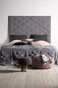 head board and comforter