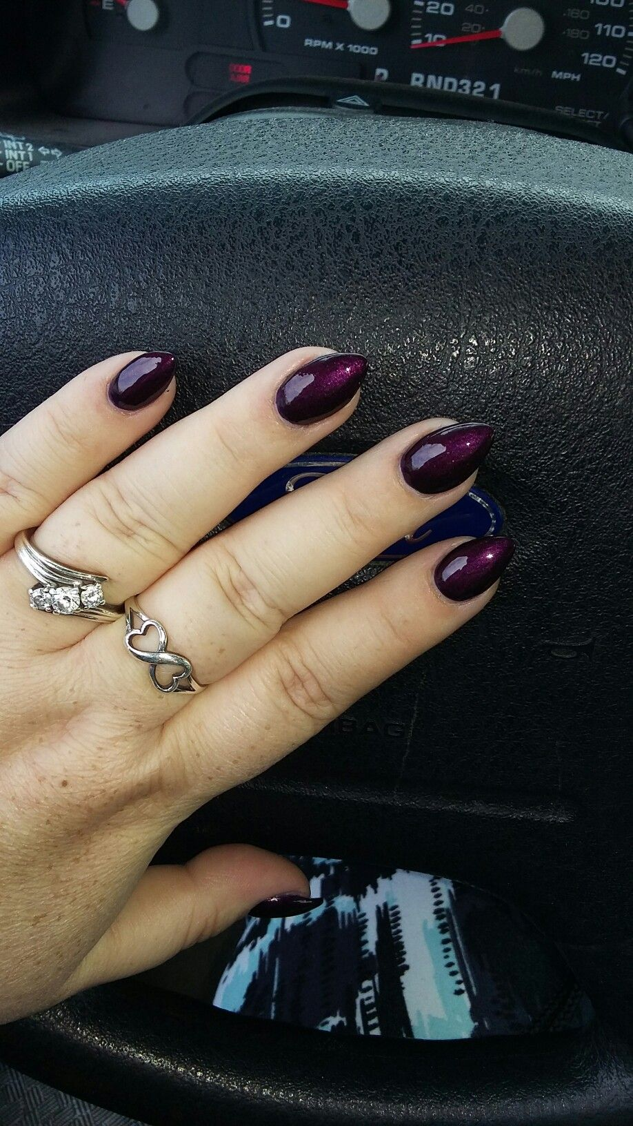 Teardrop nails Every time I get a new set of acrylic nails, I end up ...