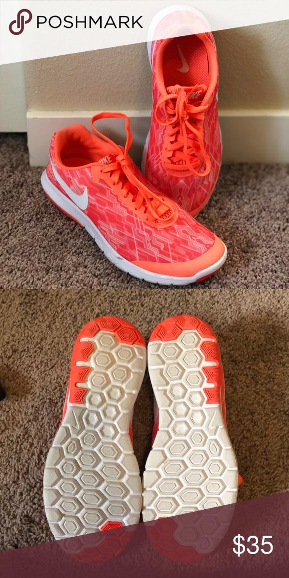 6fd98ed398455a Nike shoe women size 7.5 Neon orange like new. Nike Shoes Athletic Shoes