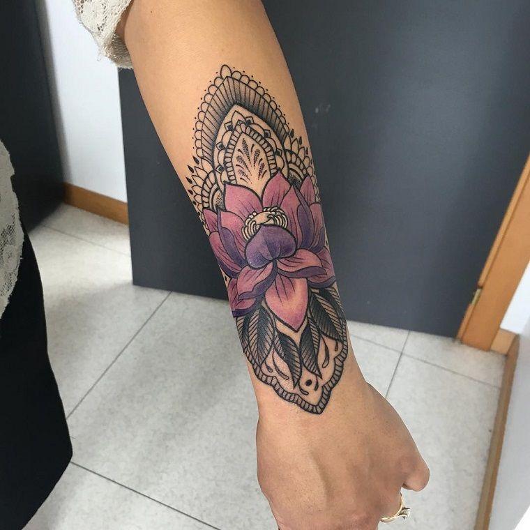 tatuaggi avambraccio,disegno,fiore,colorato