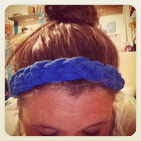 Braided headband DIY; please go follow my tumblr! The picture is a link to it thanks <3