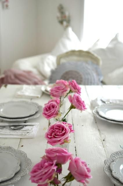 the white ruffle-edged plates & pink roses remind me of home growing up