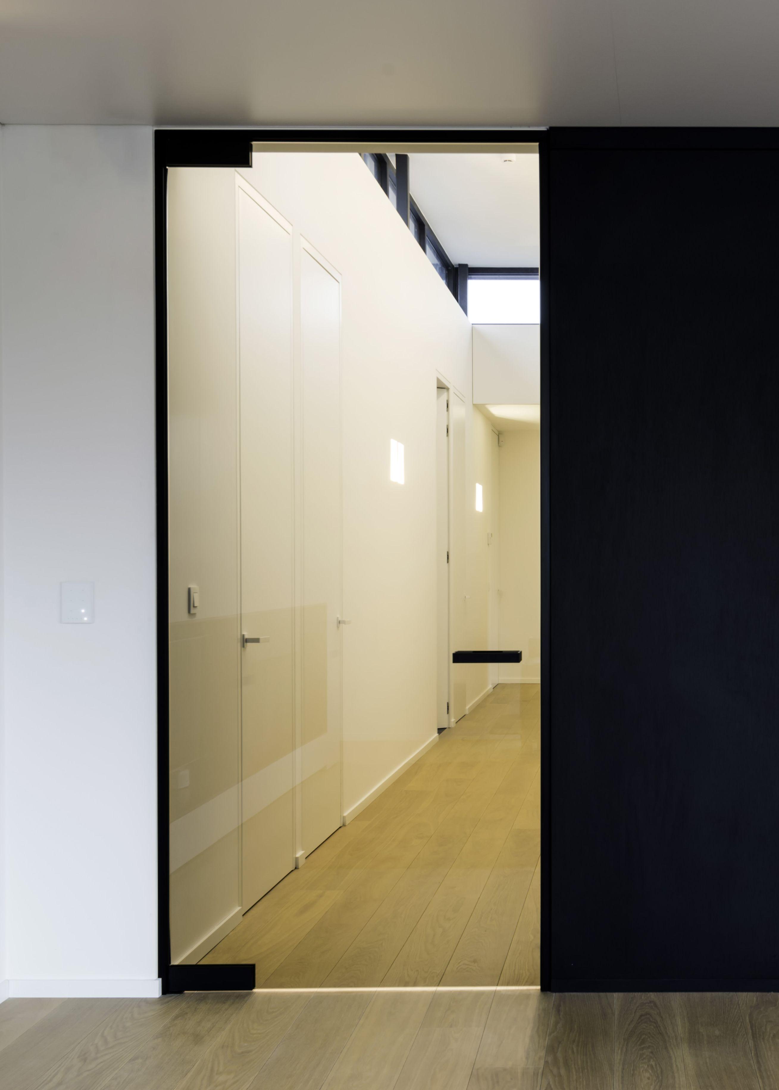 Porte vitr e sur mesure avec charni res noir portes - Porte vitree sur mesure ...