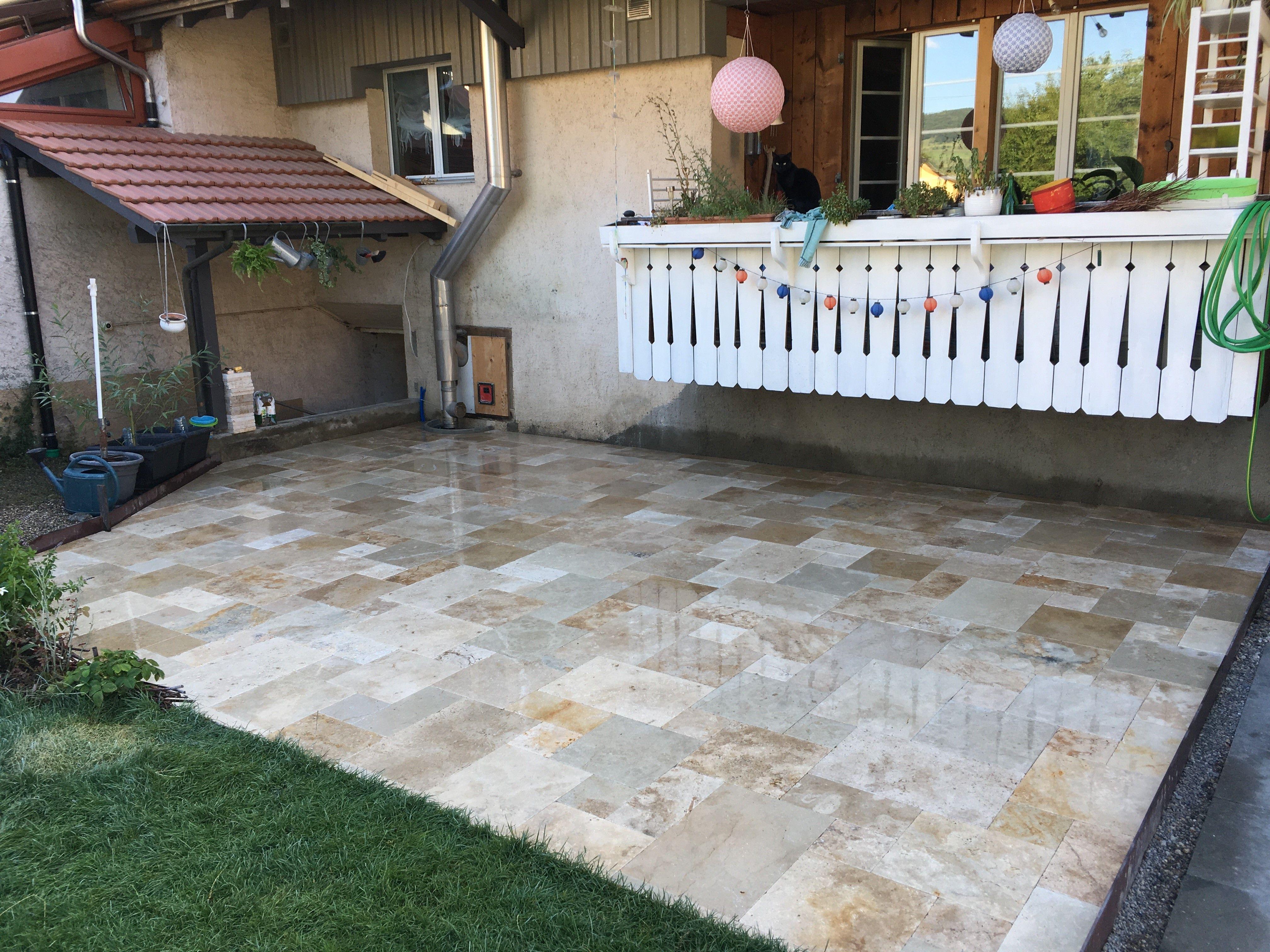 Travertin Terrassenplatten Mit Schonen Warmen Farben Fur Garten Und Balkon Terrassenplatten Terrasse Garten