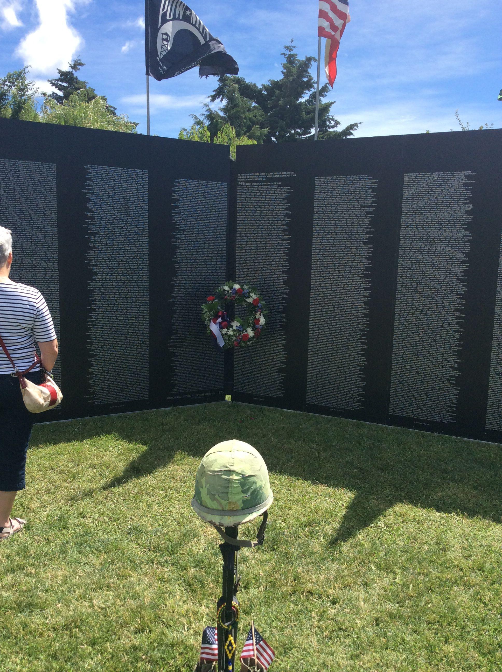 The Traveling Vietnam Wall In Cle Elum Wa Vietnam Memorial War Memorial Vietnam