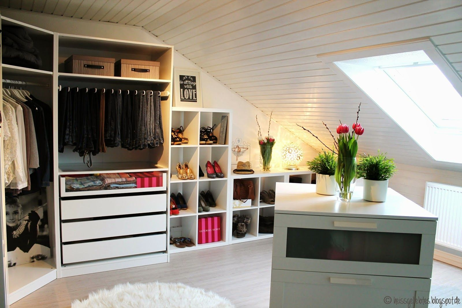 Ankleidezimmer dachschräge ideen  heissgeliebtes...: Ein Mädchentraum - Das Ankleidezimmer | Room ...
