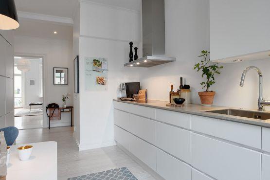 Walk in closet pisos amplios en gris estilo n rdico for Decoracion piso gris