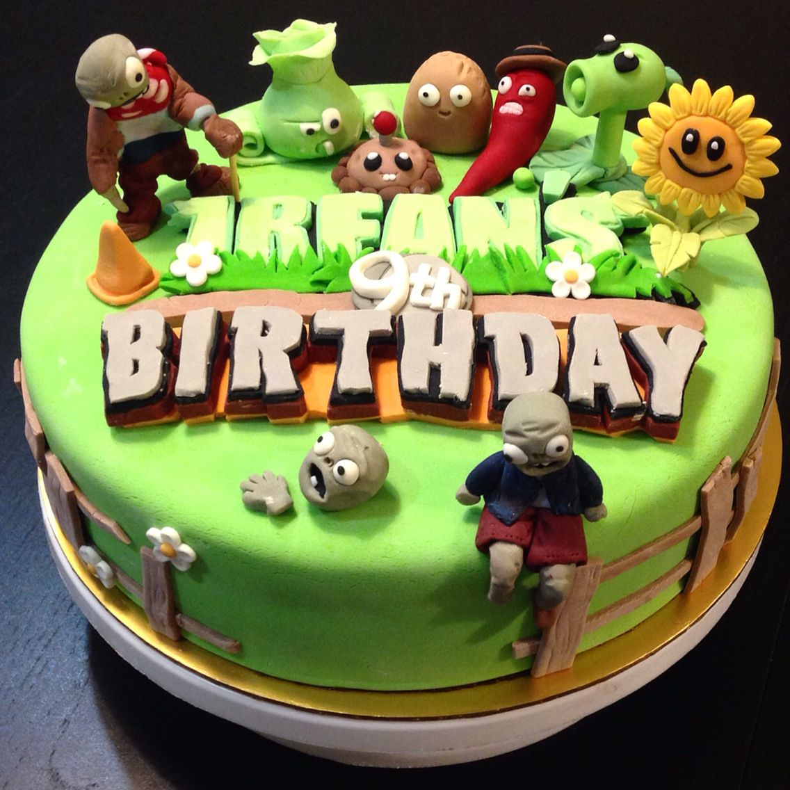 Amazing Plants Vs Zombies Cake Zombie Cake Plants Vs Zombies Cake Personalised Birthday Cards Veneteletsinfo