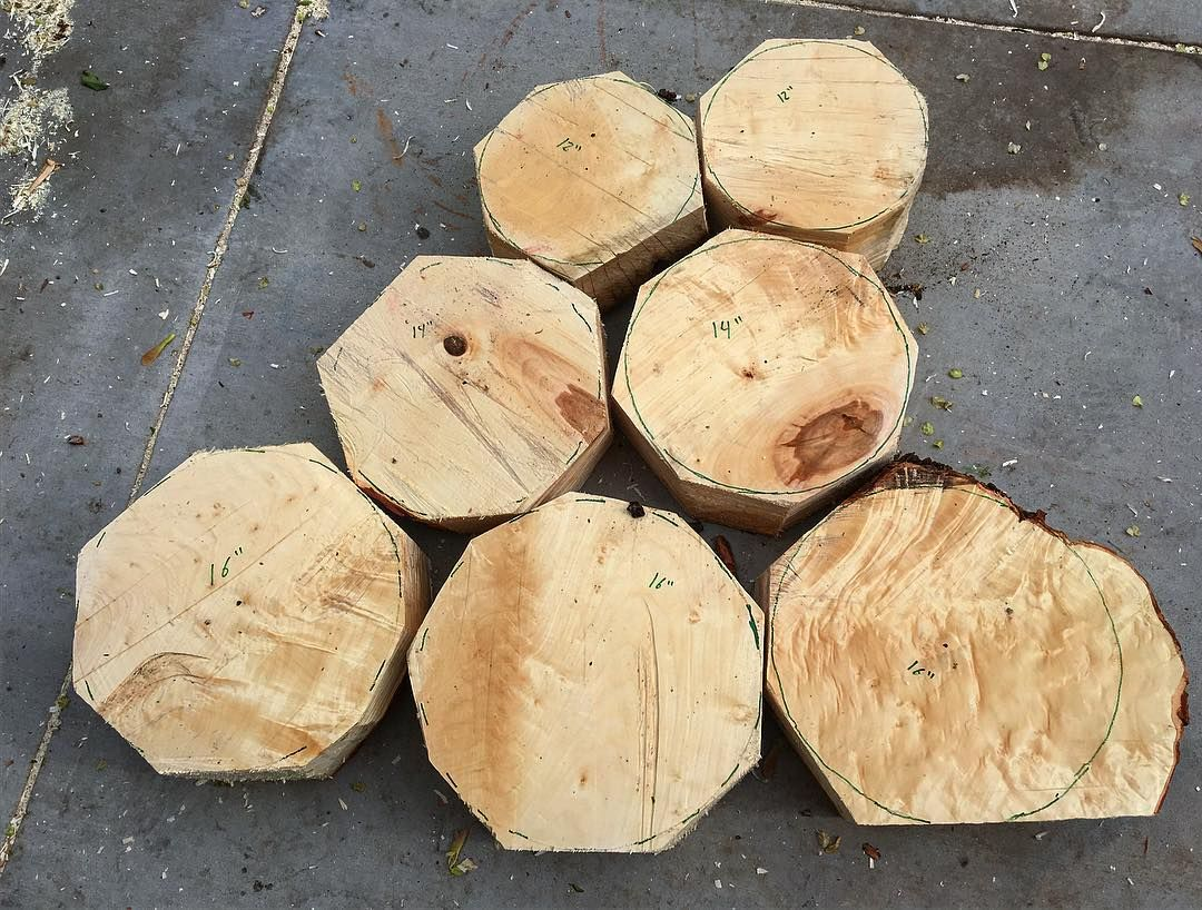 """One day I will finish a bowl . I just have lots of wood I need to get cut in to blanks. I got this maple cut up today after work. It was pretty good size piece to this all came from one log I have had for about 5 months two 12"""" two 14"""" and three 16"""" #woodshavings #greenwood #urbanwood #woodfigure #woodturning #woodturner #woodlathe #woodwork #woodshop de birkesturnings"""
