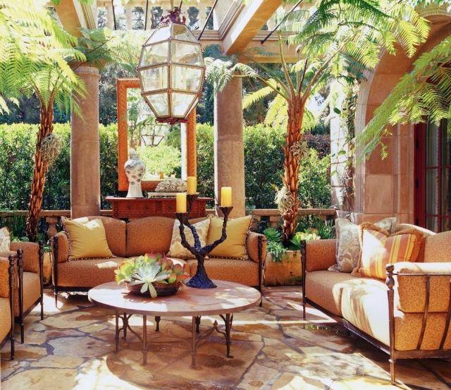 Terrasse Mediterran mediterraner garten terrasse spanisch eisenmöbel orange palmen