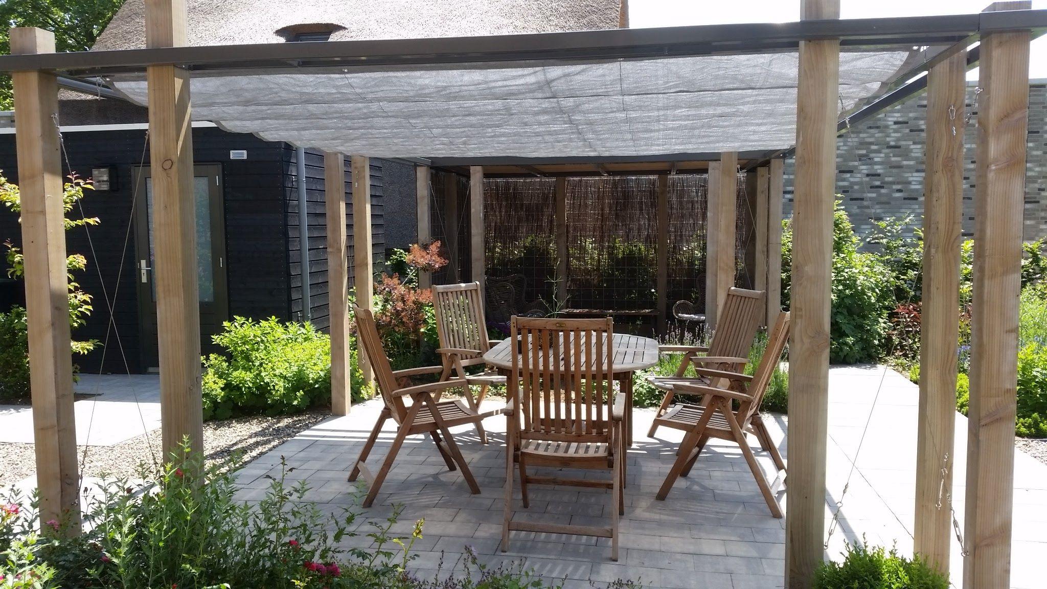 Schaduwlounge pergola met hout en staal en schaduwdoek moderne tuin pinterest staal hout - Pergola hout bedekt ...