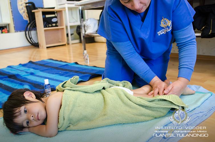 Todo el mundo debería chequearse la columna vertebral y recibir ajustes para funcionar con un sistema nervioso sano y libre de interferencias. No hay límite ni de edad, ni de condición