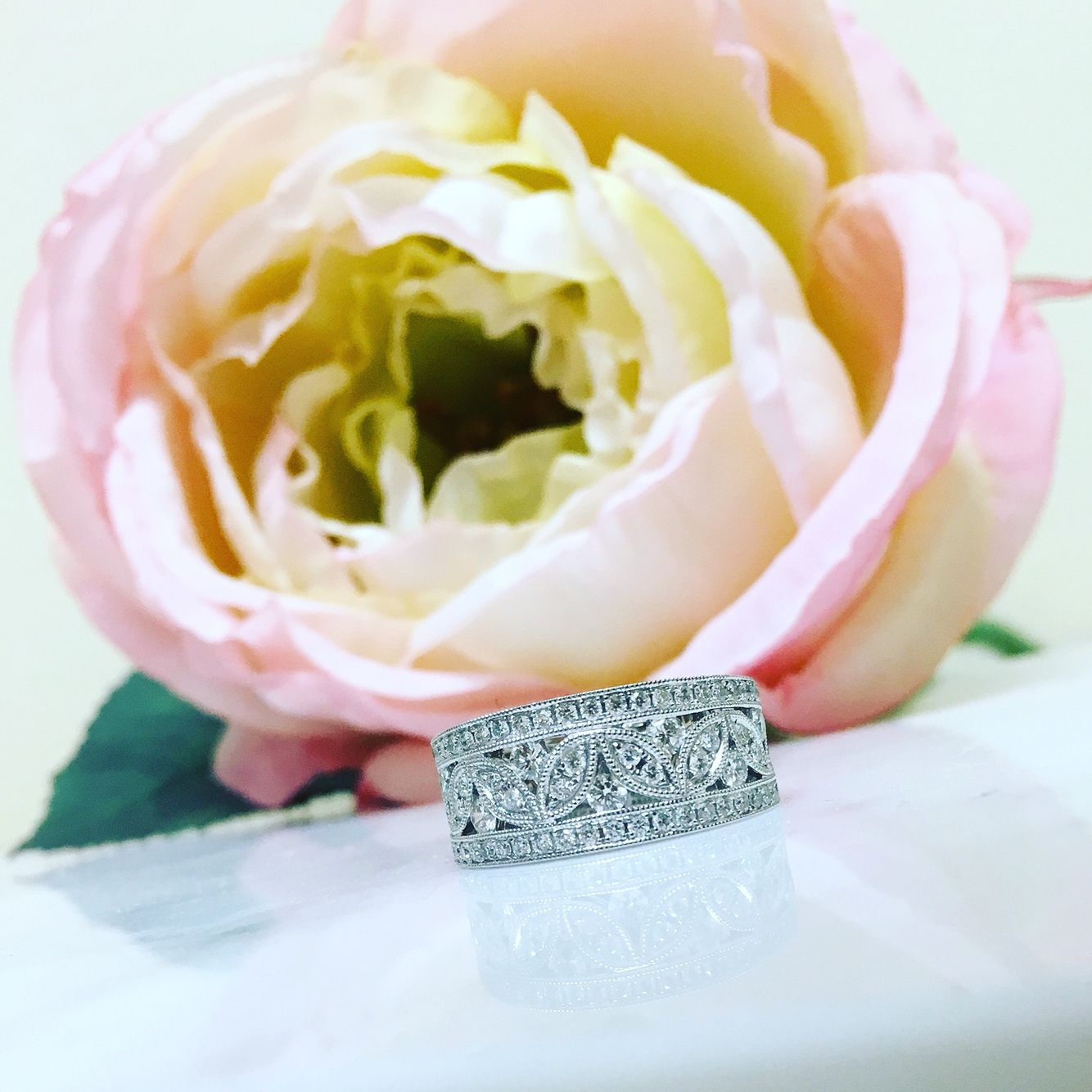 Lady's 14 kt white gold Vintage Detail Inspired Daimond Ring With 73=0.73Tw Round Diamonds
