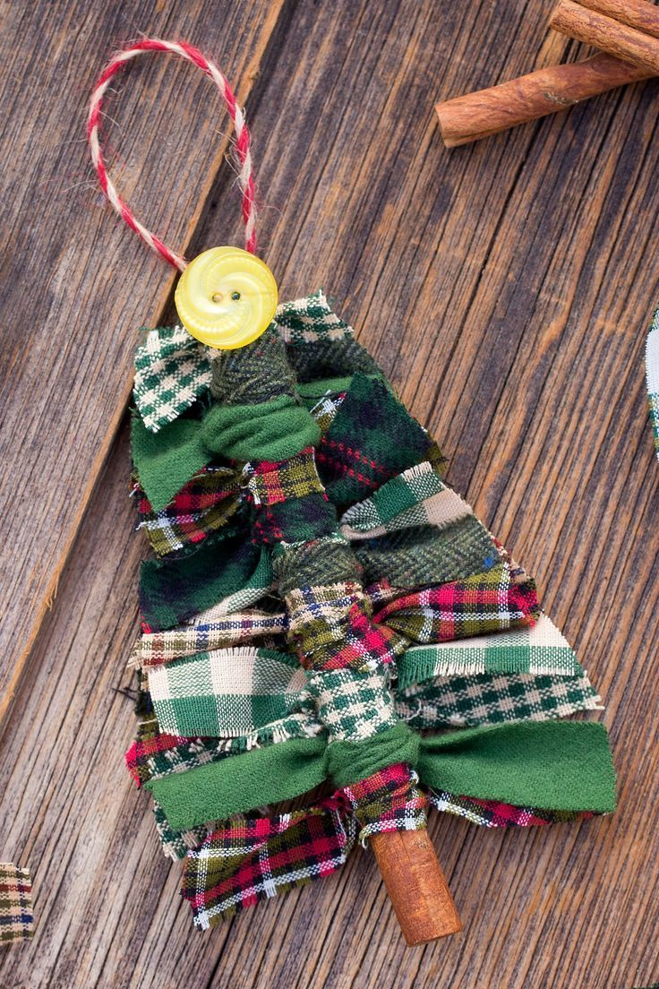 How To Make Primitive Scrap Fabric Tree Ornaments  - Weihnachten Handwerk - #fabric #Handwerk #Ornaments #Primitive #Scrap #Tree #Weihnachten #scrapfabric