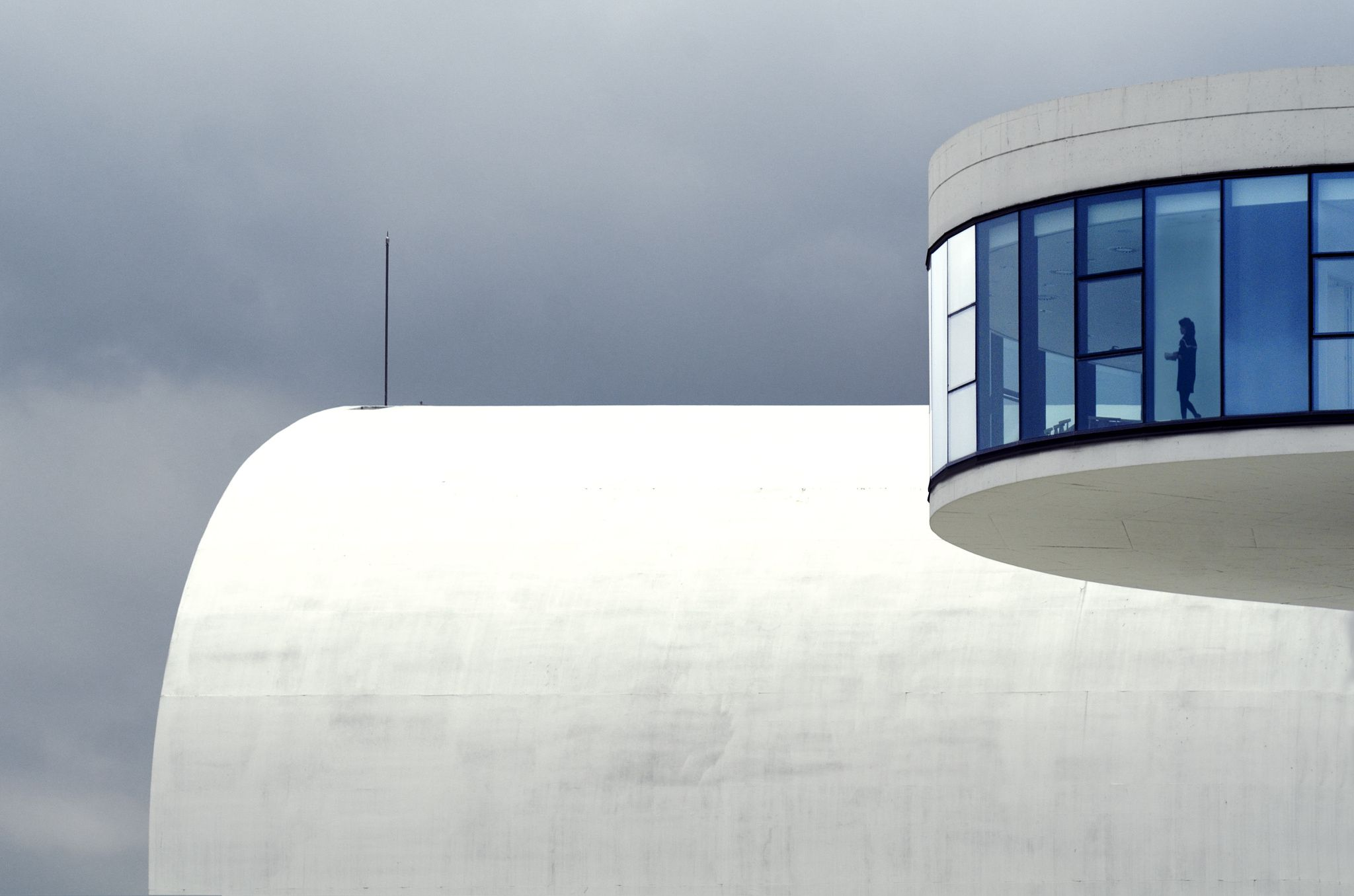 Photograph The woman from the future A woman in the Niemeyer cultural center in Avilés (Asturias).