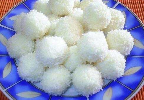 Hozzávalók:     10 dkg búzadara   10 dkg kókuszreszelék + a forgatáshoz   2 dl tejszín   6 dl tej   kb 1 ek vaj   15 dkg cukor  ...