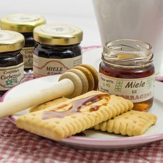 Conoscere il miele In casa Martolina il miele non manca mai. I miei suocerini, grazie a un loro amico che lo produce, me ne procurano di ogni tipo, integrale, di castagno, di tiglio… Sino a pochi mesi