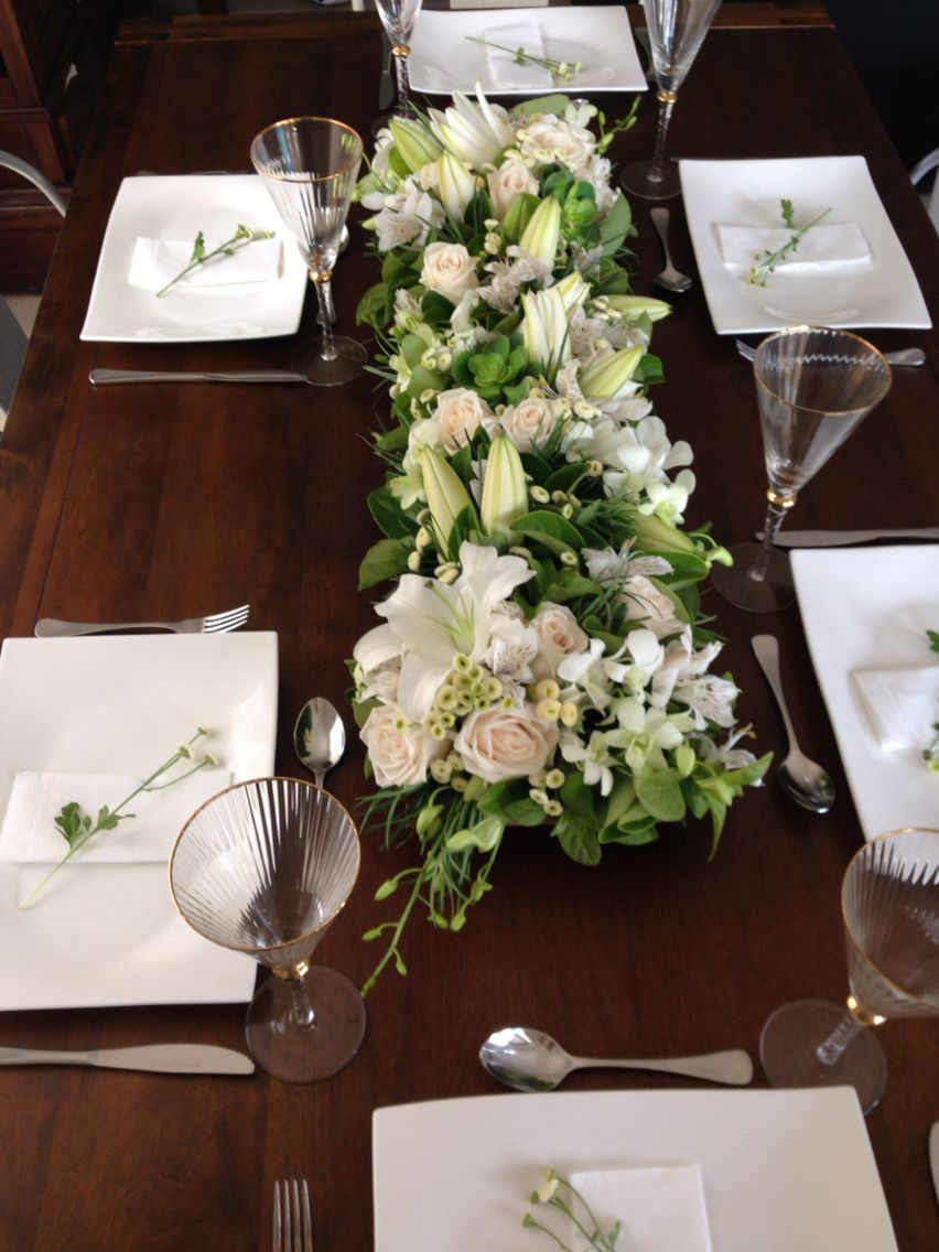Dinner Party Table Setting White Green Floral Arrangement White Green Floral Arrange Dinner Party Table Settings Party Table Settings Dinner Party Table