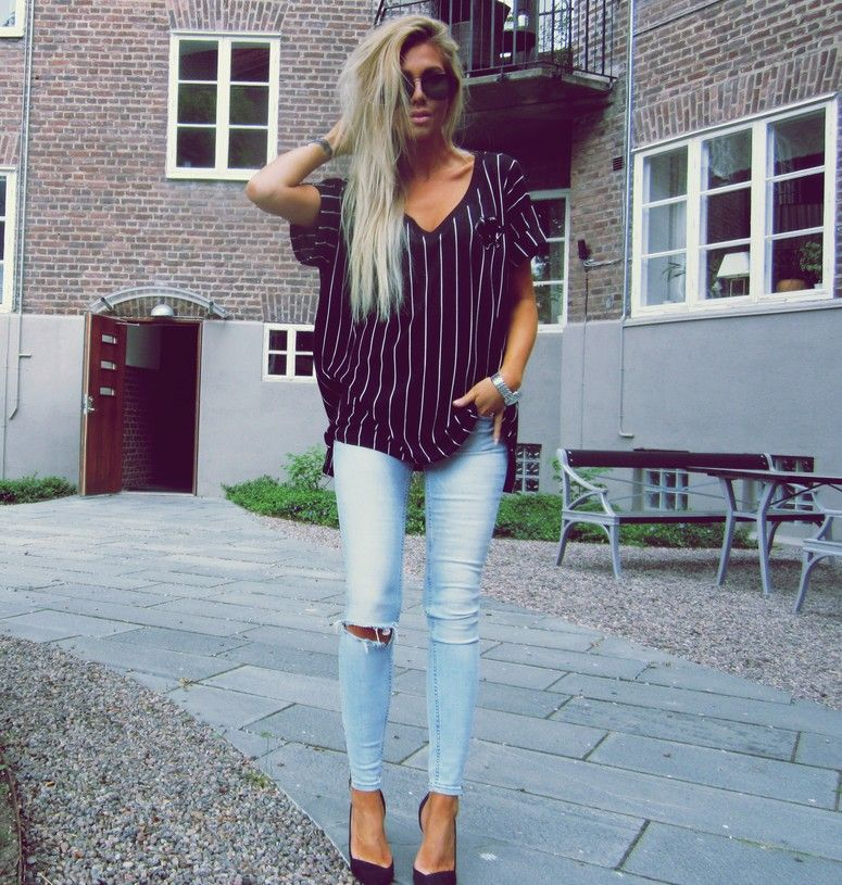 7fcda5dac7 Striped T Shirt + Light Wash Skinny Jeans + Pointed Shoes  Casual ...